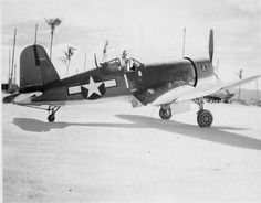 The early F4U-1(a) of commander T. Blackburn of VF-17 probably somewhere around Bougainville, November 1943.