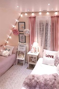Teen Bedroom Ideas For Girls: Cozy, Functional, Stylish, Cool Ho Ho Ho! Today I am sharing a teenage girl Christmas Bedroom along quick tips correspondingly you too, can make your own Holiday room for a special. Small Room Bedroom, Trendy Bedroom, Small Rooms, Dream Bedroom, Bed Room, Diy Bedroom, Bedroom Curtains, Master Bedroom, Boho Curtains