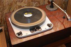 Turntable - www.remix-numerisation.fr - Rendez vos souvenirs durables ! - Sauvegarde - Transfert - Copie - Digitalisation - Exploration et Restauration de bande magnétique Audio - Dématérialisation audio - MiniDisc - Cassette Audio et Cassette VHS - VHSC - SVHSC - Video8 - Hi8 - Digital8 - MiniDv - Laserdisc - Bobine fil d'acier
