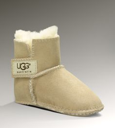 Baby boots with da fur...Seriously, these would be adorable with baby jeggings.