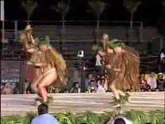 "Merrie Monarch 2006 - Academy of Hawaiian Arts - Kane Kahiko Academy of Hawaiian Arts Kumu Hula: Mark Keali'i Ho'omalu Kane Kahiko: ""Ke Kaua O Waka Nui"" Hawaiian Dancers, Hawaiian Art, Spanish Heritage, Hula Dancers, Hawaii Homes, Hawaiian Islands, Fiji, Vintage Postcards, Tahiti Nui"
