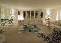 O escritório Estela Marquezi Interiores criou um projeto perfeito para os clientes, colecionadores assíduos de arte e admiradores do décor contemporâneo.