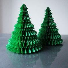 mini sapins en papier vert