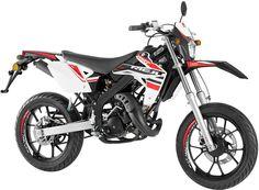 De son côté, la MRT 50 SM s'habille de coloris plus classiques Moto Bike, Motorcycle, Scooter 50cc, Motorcross Bike, Enduro, Dirt Bikes, Vehicles, Motorbikes, Rolling Stock