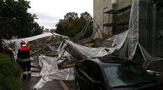 Rakennustelineet romahtivat kahden henkilöauton päälle Lauttasaaressa. Henkilövahinkoja ei sattunut, mutta autot romuttuivat ajokelvottomiksi.