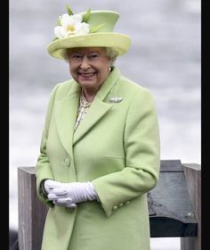 Queen Elizabeth arrives for a visit to the Giant's Causeway in Northern Ireland Hm The Queen, Royal Queen, Her Majesty The Queen, Save The Queen, Queen And Prince Phillip, Prince Charles And Diana, Prince Philip, Queen Hat, Queen Dress