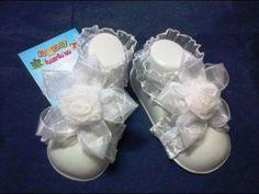 Pies descalzos para bebé, en encaje elástico - YouTube                                                                                                                                                                                 Más