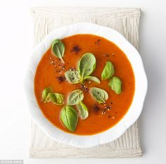 Mimi Spencer's Fast Diet: Soup kitchen - Roasted Red Pepper Soup, serves 4 – 58 calories per serving - 100 Calorie Meals, 800 Calorie Diet, Low Calorie Recipes, Soup Recipes, Diet Recipes, Cooking Recipes, Fast Food Diet, Roasted Red Pepper Soup, Diet Meme