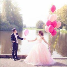 با چند عدد بادکنک می تونید یک عکس فانتزی و جذاب در آلبومتون ایجاد کنید.  #bia2aroosi #aroosi #wedding_ideas #wedding_photo #بیاتوعروسی #بهترین_راهنمای_عروسی #راهنمای_عروسی #راهنمای_عروس #ایده_های_عروسی #ایده_عروسی #ایده_عکس #ایده_عکاسی #ژست_عکس #ژست_عکاسی #بادکنک_هلیومی #بادکنک_آرایی #بادکنک#عروسی #عکس_عروس #عکس_رمانتیک #آتلیه #آتلیه_عروس #استودیو #استودیو_عروس