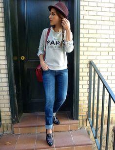La actriz Paula Echevarría es de las primeras en llevar las prendas estrellas de la temporada como esta sudadera de Mango.