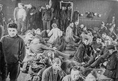 https://flic.kr/p/CDP4VS | PEM-BYM-00347 Russiske krigsfanger i Tromsø | Bildet er tatt i anledning frigjøringen i 1945.   Foto: ukjent  Har du mer informasjon om dette bildet? Kontakt: fotoarkiv@perspektivet.no