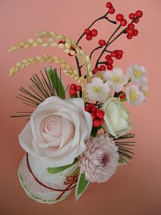 japanese flower arrangement by JILL's Sugar Collection, via Flickr