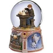 Ron playing chess - Harry Potter snow globe