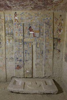 Puerta falsa de la mastaba de Nyankhnefertem. Saqqara, Egypt.