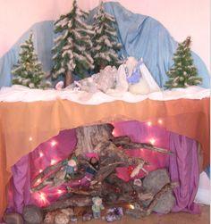 Winter garden table in Ms. Prosser's kindergarten at SunRidge Charter School - Waldorf Inspired - Winter Waldorf Crafts, Waldorf Toys, Winter Table, Small World Play, Winter Vegetables, Nature Table, Garden Table, Winter Solstice, Nature Crafts