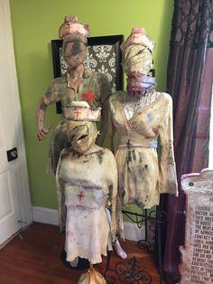 Nurses from Silent Hill halloween asylum Halloween Outside, Adult Halloween Party, Creepy Halloween, Halloween Horror, Halloween Party Decor, Halloween Themes, Halloween 2019, Insane Asylum Halloween, Halloween Haunted Houses