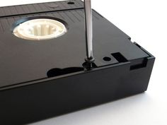 Crafting with VHS Tapes - CraftStylish Old Cd Crafts, Tape Crafts, Upcycled Crafts, Vinyl Crafts, Recycled Art, Crafts To Make, Fabric Crafts, Vhs Tapes, Cassette Tape
