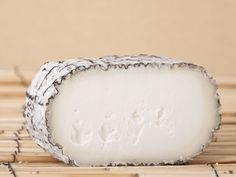 Bleu cheese Monte Enebro only has penicillium roqueforti on the rind.