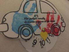 Bekijk de foto van Bizi met als titel Leuk voor vaderdag. Je kan ook de foto's van je kid(s) in de raampjes plakken en de auto zelf door je kid(s) laten versieren/kleuren. Voor extra stevigheid raad ik aan om de auto te plastificeren. Sjabloon auto kan je zoeken op internet. Parkeerschijf, splitpen en knutselmateriaal halen en op naar een leuk knutselmoment met je kid(s)! en andere inspirerende plaatjes op Welke.nl.