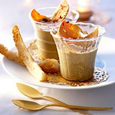 Lentil cream with foie gras Finger Snacks, Finger Food Appetizers, Healthy Appetizers, Knafe Recipe, Soup Recipes, Cooking Recipes, Lentil Recipes, Brunch Appetizers, Eclairs