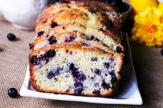 Slices Of Lemon Glazed Blueberry Tea Bread. Blueberry Tea, Blueberry Desserts, Blueberry Breakfast, Blueberry Cheesecake, Filet Mignon Roast, Snacks Under 100 Calories, Sour Cream Coffee Cake, Healthy Sweet Snacks, Salty Cake