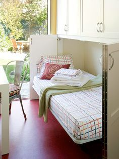 a perfect guest bed! (murphy bed)
