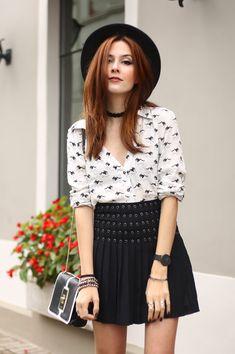 look preto e branco - camisa branca + saia de couro