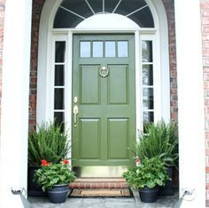 35 ideas for modern house exterior colors green Craftsman Front Doors, Exterior Front Doors, Exterior House Colors, Entry Doors, Exterior Houses, Green Front Doors, Modern Front Door, Front Door Paint Colors, Painted Front Doors