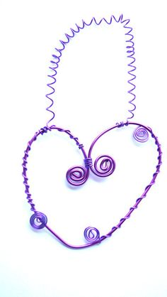 Herz-Dekoration lila aus Draht als Wandschmuck  von Modeschmuckstübchen Andrea auf DaWanda.com