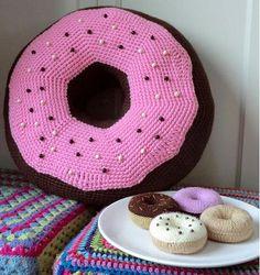 Fuente: http://blog.bichus.es/2012/03/patron-amigurumi-donnut-xxl.html