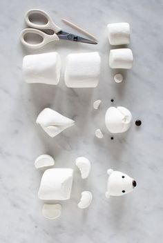 Cute Marshmallow Arctic Animals for a Winter Birthday Cake — super make it - How to make a marshmallow polar bear for the Arctic Cake from SuperMakeIt's Candy Aisle - Christmas Goodies, Christmas Desserts, Holiday Treats, Christmas Treats, Christmas Baking, Christmas Fun, Christmas Wedding, Cool Gingerbread Houses, Gingerbread House Designs