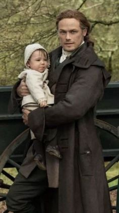 Jamie Fraser Outlander Series 5 with baby Jemmy. Let's take a look back in Time to series one, and those fabulous costumes! And some yummy costumes that you can buy! Jamie Fraser, Claire Fraser, Fraser Clan, Claire Holt, James Fraser Outlander, Sam Heughan Outlander, Outlander Casting, Outlander Tv Series, Outlander Novel