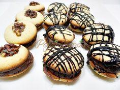 Paleuri cu nuca, fondant sau ciocolataPofta Buna! | Pofta Buna! Jacque Pepin, Edible Food, Fondant, Recipies, Good Food, Food Porn, Muffins, Sweets, Cookies