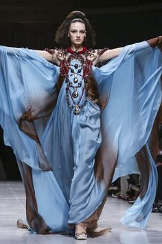 Tribal, Victorian, conservative, modern... I have no idea how this collection ties together so well but it does it beaufitully! Julien Fourni� Couture Spring Summer 2015 Paris