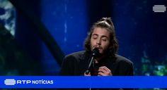 """""""Amar Pelos Dois"""": o vídeo de Salvador Sobral a cantar na final do Festival Eurovisão da Canção"""