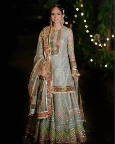 Check out 5 New Lehenga Fashion Trends for 2020 brides.From bell sleeves lehenga choli, to high waisted lehenga skirts, lots of new ideas in wedding fashion Shadi Dresses, Pakistani Dresses Casual, Indian Dresses, Indian Outfits, Ethnic Outfits, Indian Attire, Sharara Designs, Lehenga Designs, Designer Party Wear Dresses