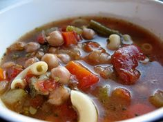 Chasing Tomatoes: Slow Cooker Minestrone Soup