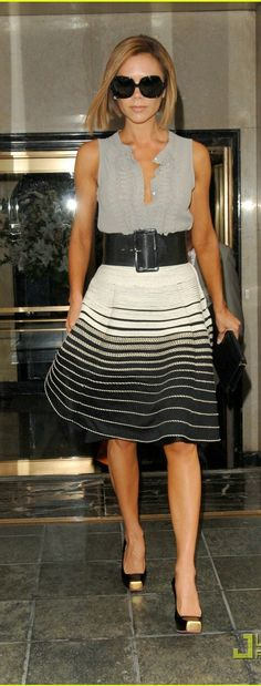 Love this look for work, Victoria Beckham,style icon Mode Outfits, Skirt Outfits, Victoria Fashion, Victoria Beckham Style, Work Fashion, Style Fashion, Classy Women, Her Style, Dress To Impress