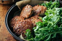 These chicken breakfast sausage patties are made with ground chicken, maple syrup, and a blend of spices. They also freeze and reheat beautifully. Breakfast Sausage Recipes, Chicken Breakfast, Brunch Recipes, Best Chicken Recipes, Beef Recipes, Ground Chicken, Ground Beef, How To Make Sausage