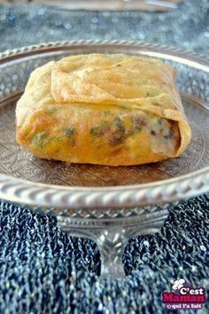 Bourek Annabi is a complete dish and easy to make. These delicious Brick leaves garnished with meat and potato, originate in Ottoman cuisine. This particular recipe is an Algerian specialty of the vi Source by antoinecasano Asian Recipes, Beef Recipes, Cooking Recipes, Ethnic Recipes, Algerian Recipes, Algerian Food, Tandoori Masala, Ramadan Recipes, Exotic Food