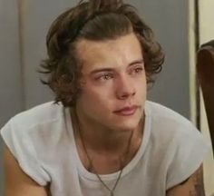It'd not just the One Direction fandom struggling to come to terms with the news that Zayn Malik has quit the band. The boys have been shedding a few tears too, but apparently Harry Styles is trying his best to keep everyone together. Harry Styles Imagines, Harry Styles Crying, One Direction Imagines, I Love One Direction, 1d Imagines, Luke Hemmings, Louis Tomlinson, Might Night, Style Zayn Malik
