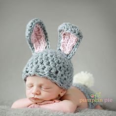 Crochet Doll Amigurumi Bunny with Tiny Teddy Bear Baby Bunny Ears, Baby Bunnies, Bunny Hat, Newborn Pictures, Baby Pictures, Easter Pictures, Cute Kids, Cute Babies, New Baby Photos