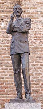 humberto peraza escultor | Estatua de Lara en Madrid ( H. Peraza , 1975 ).
