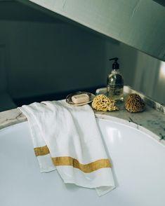 Treat your skin good with natural products : some sea sponges, a drop of Savon de Marseille and a honeycomb linen towel #bathroom #mercilinen #towel #savondemarseille #seasponge