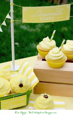 Fluffy and Rich Lemonade Cupcakes + Free Mini-Lemonade Stand Printables For A Bit Of Summer Fun | @kimbyers