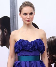Get a lean body like a ballerina! Natalie Portman used these ballet exercises to get long, lean muscles for her role in Black Swan. Ballerina Workout, Ballerina Body, Ballerina Diet, Ballet Diet, Natalie Portman Black Swan, Ballet Beautiful Workout, Bikini Competition Training, Nathalie Portman, Dancers Body