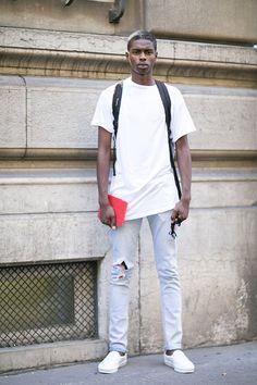 無地白Tシャツ×ダメージジーンズ×白スリッポン