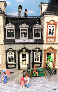 The first thing I ever bought as an adult Playmobil collector was the 5300 Victorian mansion. I had model dolls houses before but this was, and still is one o… Victorian Street, Victorian Rooms, Houghton Hall, Playmobil Sets, Shop Buildings, Battery Operated Lights, Modern Art Deco, Art Deco Home, Sylvanian Families