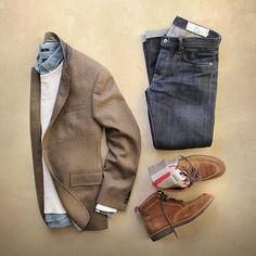 Blazer: @toddsnyderny brown herringbone–Made in USA Denim: @rogueterritory slub sk Shirt/Pullover/Camp Socks: @jcrew Boots: Alden snuff suede