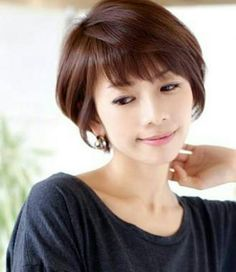 Love her bang Chic Hairstyles, Short Hairstyles For Women, Medium Hair Styles, Short Hair Styles, Chic Short Hair, Girls Short Haircuts, Short Hair Cuts For Women, Hair Trends, Hair Inspiration